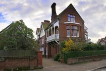 Apartment to rent in Cliff Avenue, Cromer...