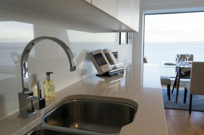 8 kitchen-web.jpg