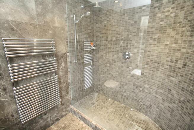 Ensuite Bed 2 Shower.JPG