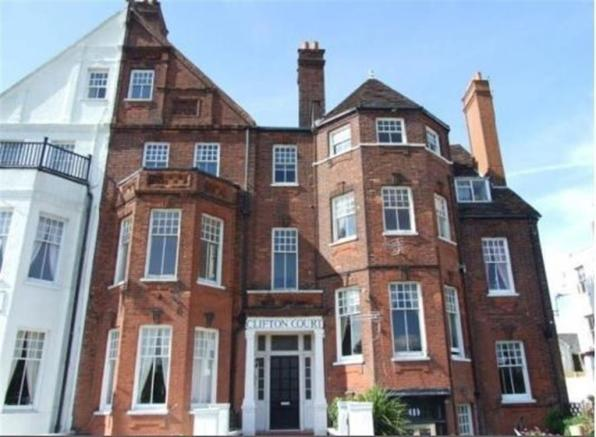 2 bedroom flat to rent in royal terrace southend on sea ss1 for 1 royal terrace southend on sea