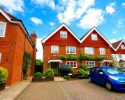 4 bedroom semi detached house in Manor Court, Common Lane...