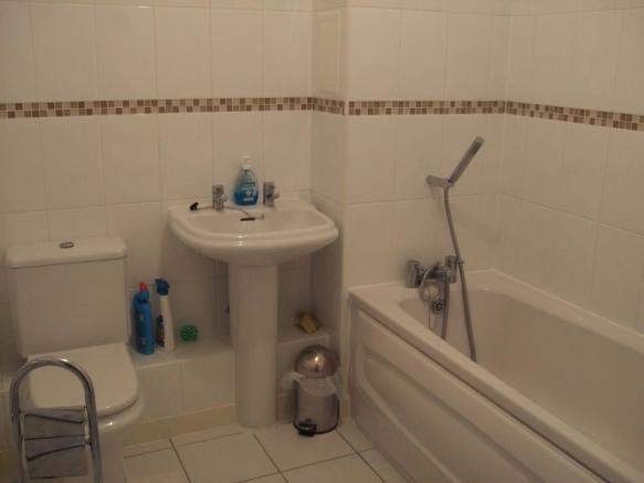 FITTED BATHROOM/WC