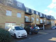 Flat in Central Court, Hainault...