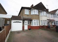 3 bed semi detached home to rent in Russell Road, Chingford