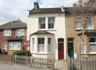 2 bed End of Terrace property in Woodville Road, London...