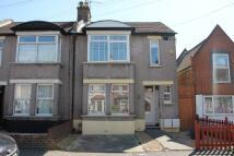 Maisonette to rent in Peel Road, London, E18
