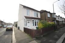 Flat for sale in Northbank Road...