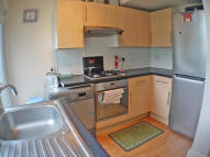 Ground Flat to rent in Mansfield Road, Ilford...