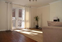 Flat to rent in Maryland Street, London...