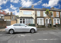 2 bed Flat to rent in Warwick Road, London, E15