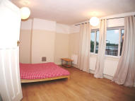 3 bedroom Flat in Queens Parade...