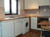 2 bed Flat to rent in Lodge Close...