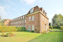 Flat to rent in Ottershaw Park...