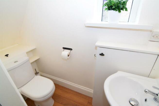 GUEST CLOAKS/WC
