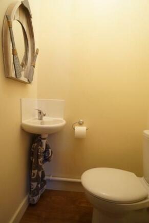 En-Suite Cloakroom To Bed 1