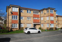 2 bedroom Flat in Pinecroft Court...