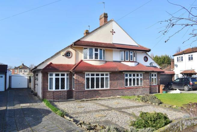 3 bedroom chalet for sale in braundton avenue sidcup for Chalet style homes for sale