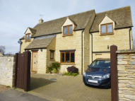 4 bed Detached property in Swan Close, Lechlade