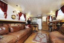 2 bedroom Detached property in House Boat...