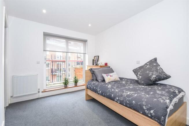 Guest Bedroom (7).jpg
