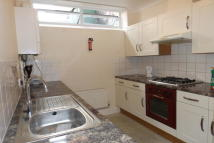 Ground Flat to rent in Hampshire Terrace...