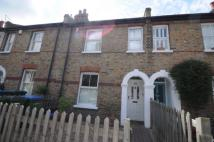 2 bedroom property in Furzefield Road...