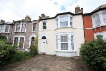 4 bed house in Broadfield Road, Catford...