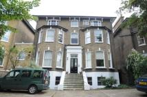 1 bed Flat to rent in Charlton Road...