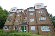 1 bed Flat in Beacon Gate, Kitto Road...