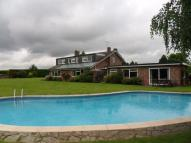 Detached house in Manor Farm...
