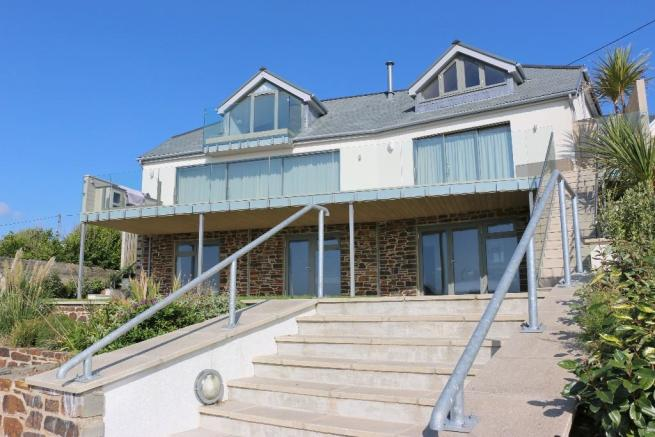 4 Bedroom Detached House For Sale In Mawgan Porth Tr8 4da