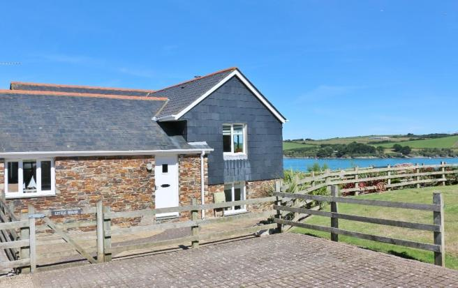 3 Bedroom Barn Conversion For Sale In Lower Halwyn St