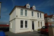 Ground Flat to rent in Lyndhurst Road, Worthing...