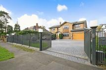 Detached house in CARSHALTON BEECHES