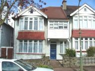Flat to rent in Woodfield Gardens...