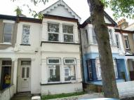 Flat to rent in Burdett Avenue...