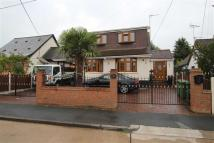 Detached property to rent in Una Road, Bowers Gifford...