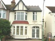1 bed Flat to rent in Leighton Avenue...