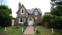 3 bed Detached house in Farnborough Road...