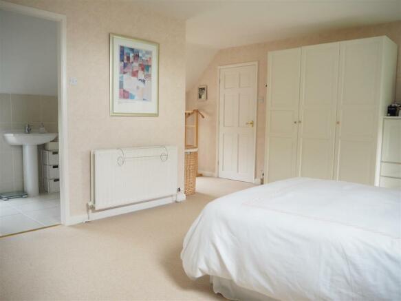 Master Bedroom & En-