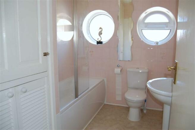 TILED THREE-PIECE BATHROOM