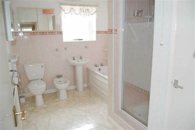 5-PIECE BATHROOM