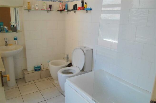 4-PIECE BATHROOM