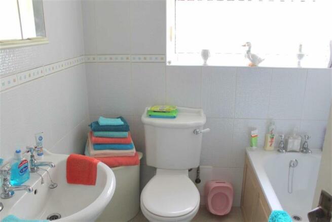 TILED 3-PIECE BATHROOM