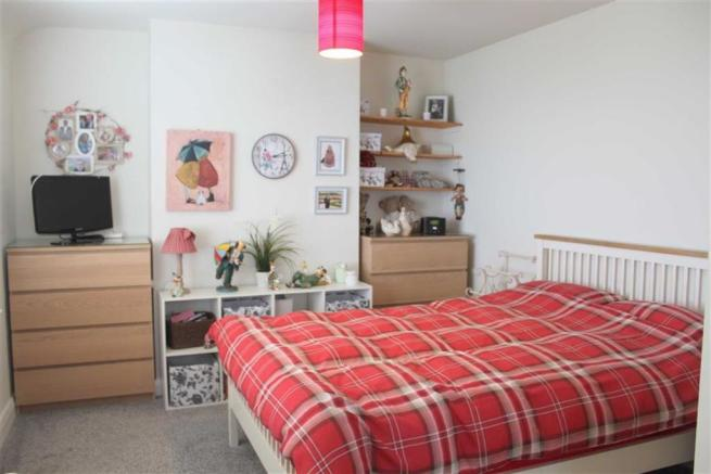 DOUBLE ASPECT L SHAPED BEDROOM 1