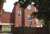 1 bedroom Ground Flat to rent in Beaconsfield, Brookside...