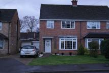 3 bedroom semi detached property to rent in Copes Shroves, Hazlemere