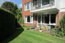 2 bedroom Ground Flat to rent in SUNNINGHILL 2 Bed Ground...