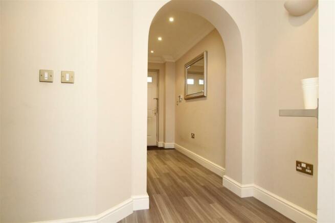 Entrance hall revers
