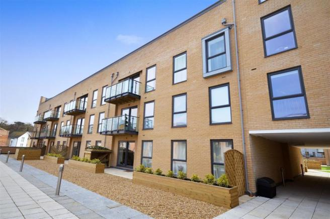 2 bedroom flat to rent in richardson house nash mills